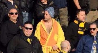 Verona: daspo per il tifoso in tribuna in accappatoio