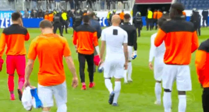 Grasshoppers come il Genoa: giocatori costretti a dare le maglie ai tifosi