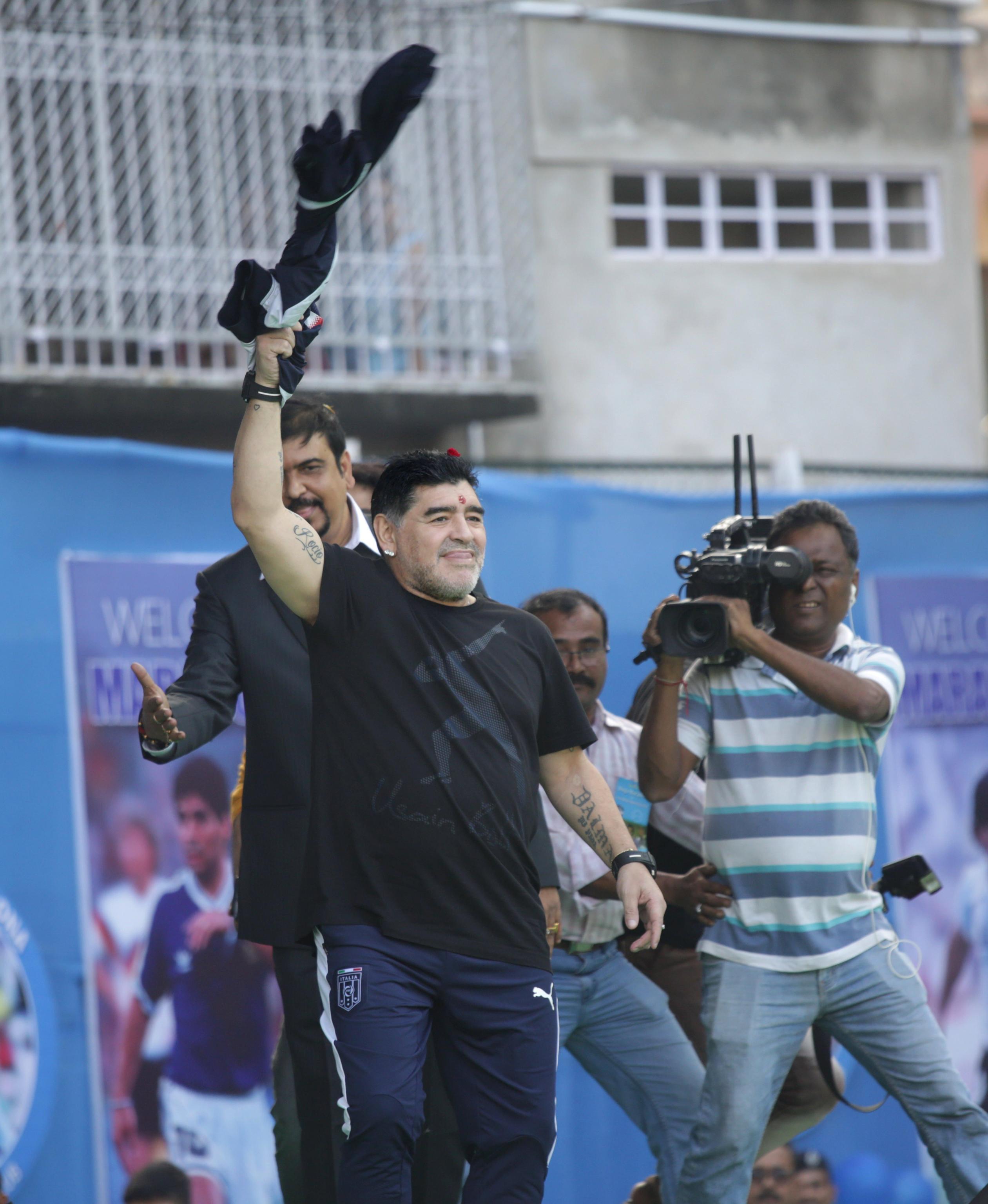 L'India omaggia Maradona con una statua