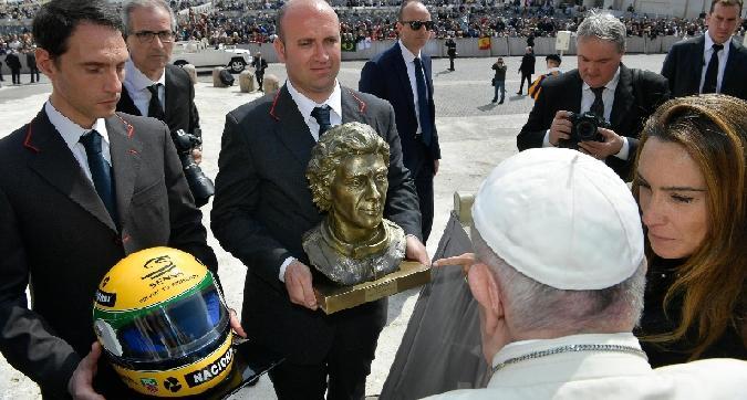 Senna, omaggio a Papa Francesco
