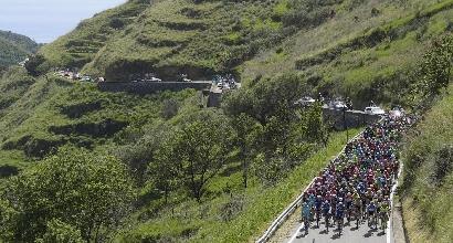Giro d'Italia, Ulissi vince la 4ª tappa. Dumoulin torna in rosa
