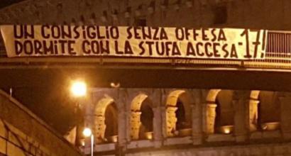 Striscione tifosi Roma a laziali 'Dormite con stufa accesa,-17'
