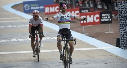 Ciclismo, Sagan vince la Roubaix: battuto Diluire in volata