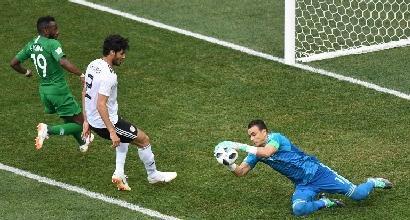 Egitto, El Hadary in campo a 45 anni: è il giocatore più vecchio della storia dei Mondiali e para un rigore