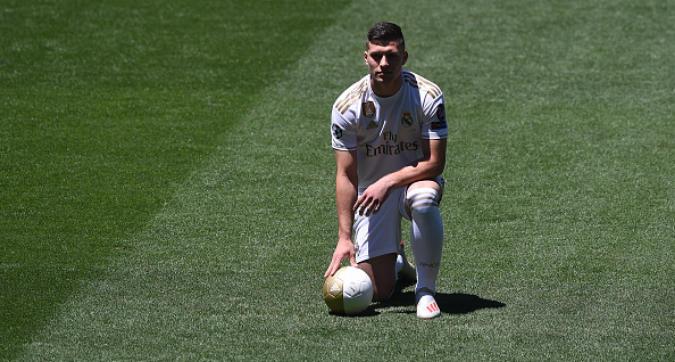 """Real Madrid, presentato Jovic: """"Voglio vincere la Champions League"""""""