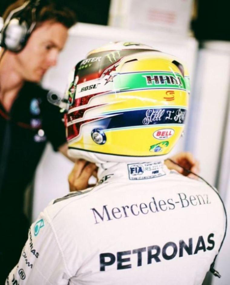 Lewis Hamilton, casco per Senna