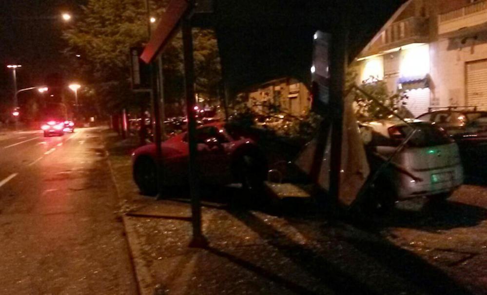 La Ferrari di Caceres dopo l'incidente a Torino nel settembre 2015.