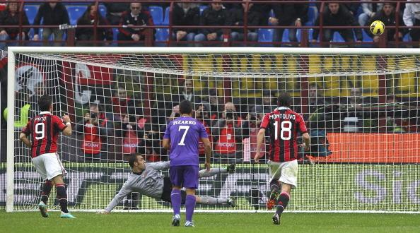 Alexandre Pato, 2012-13: ultima stagione in rossonero del brasiliano, l'unica con il 9. Quattro presenze, zero gol e un rigore sbagliato (nella foto) contro la Fiorentina. Va via a gennaio.