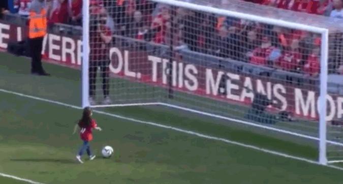 Liverpool: Salah, re del gol. E la figlia lo imita.. .