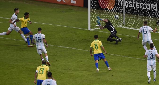 Copa America, Brasile-Argentina 2-0: i verdeoro dimenticano il Mineirazo e volano in finale