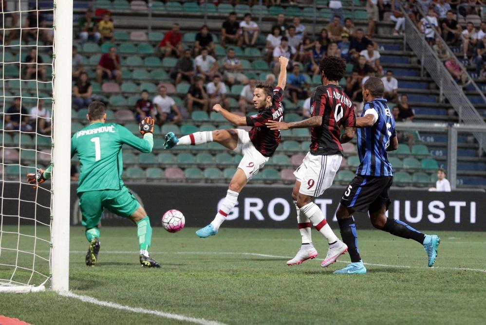 Il Milan si è aggiudicato l'edizione 2015 del Trofeo Tim. Al Mapei Stadium i rissoneri hanno superato per 2-1 l'Inter e poi il Sassuolo ai rigori dopo l'1-1 dei 45 minuti regolamentari. In precedenza gli emiliani si erano imposti per 1-0 sulla squadra di Mancini.<br /><br />