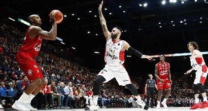 Basket, Serie A: Milano travolge Reggio, Trento ai playoff