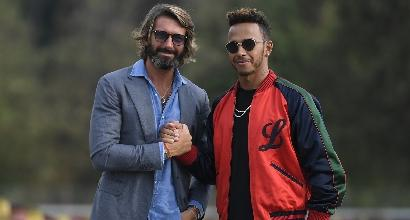 Lewis Hamilton firma con MV Agusta