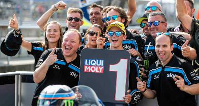 Moto2, Oliveira beffa Marini e soffia la leadership a Bagnaia