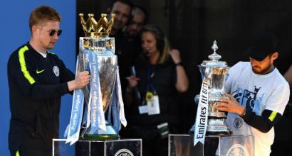 De Bruyne con la coppa della Premier League (Getty Images)