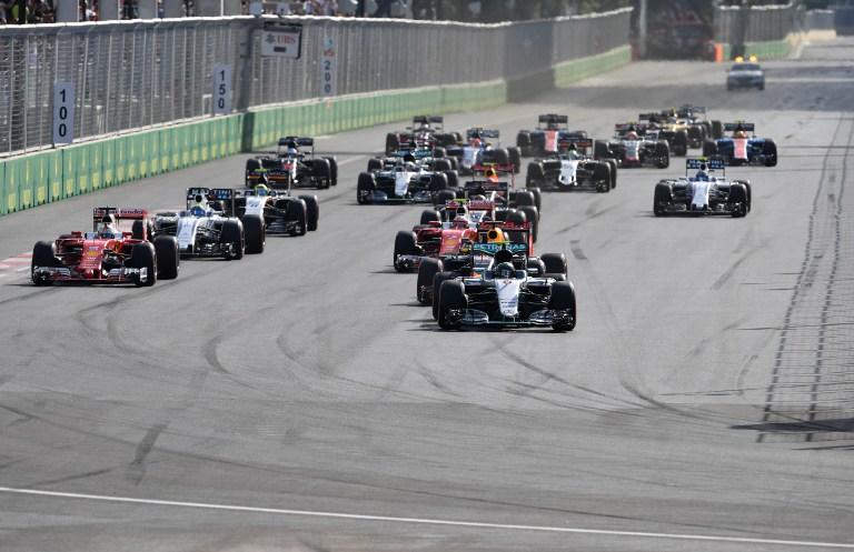 """Dominio di Nico Rosberg nel GP Europa, ottava prova del Mondiale di F1. Sul tracciato di Baku, in Azerbaigian, il tedesco della Mercedes ha ottenuto la quinta vittoria stagionale, precedendo la Ferrari di Vettel e la Force India di Perez e allungando in classifica. Avrebbe meritato il podio Raikkonen, quarto dopo 5"""" di penalità per taglio di corsia. Gara sofferta per Hamilton, incapace di andare oltre il quinto posto davanti a Bottas (Williams).<br /><br />"""