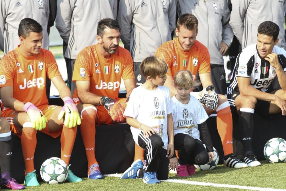 Juventus, ecco la foto di squadra 2016/2017
