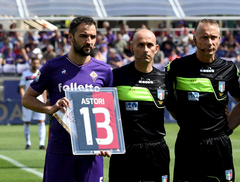 Fiorentina-Cagliari: ritirata la maglia di Astori