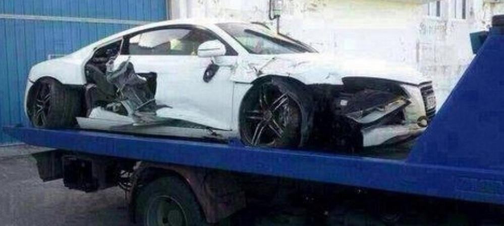 L'Audi R8 di Inigo Martinez distrutta in un incidente del settembre 2014.