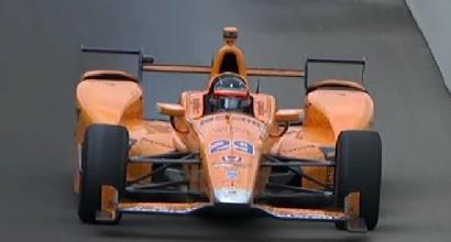 500 miglia di Indianapolis: motore in fumo per Alonso