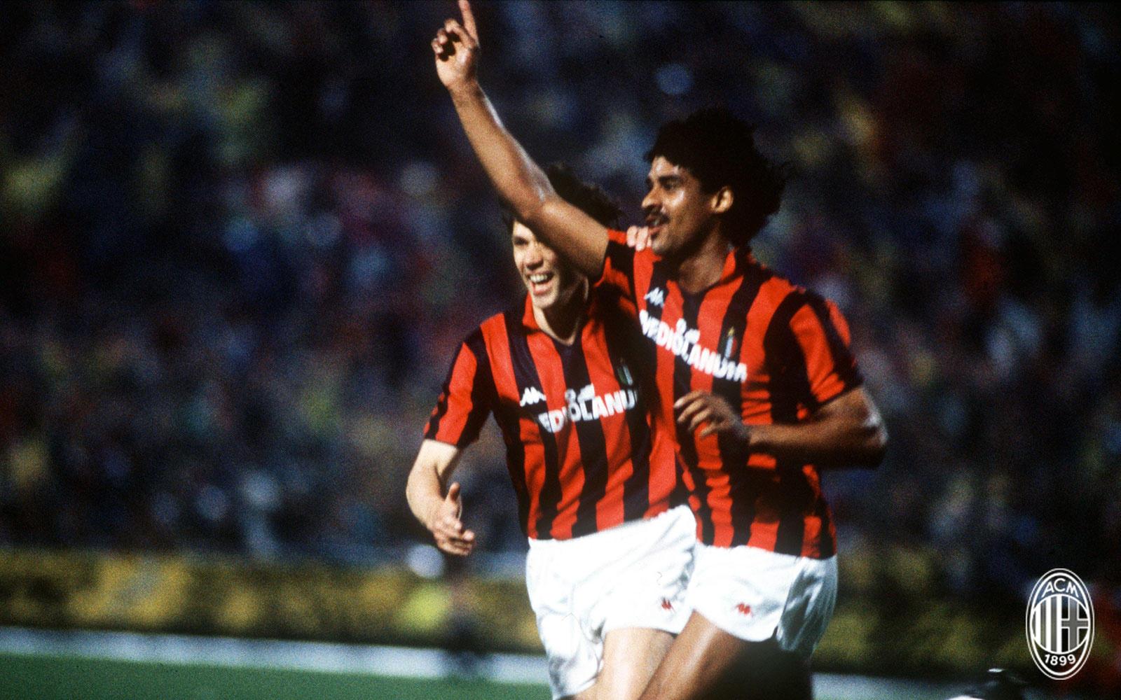 Sono passati 30 anni dal capolavoro dei rossoneri di Sacchi nella semifinale di Coppa dei Campioni. Il 19 aprile 1989 andarono in rete Ancelotti, Rijk...