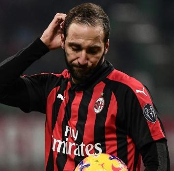 Dopo la cena dei saluti, Higuain oggi ha lavorato a Milanello ma il Chelsea lo aspetta
