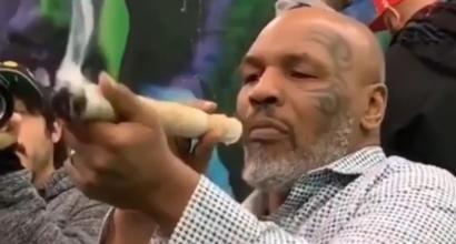 Tyson senza limiti: mega spinello al festival della marijuana