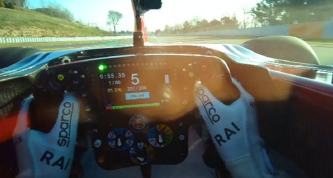 F1, giro di pista con Raikkonen a Barcellona