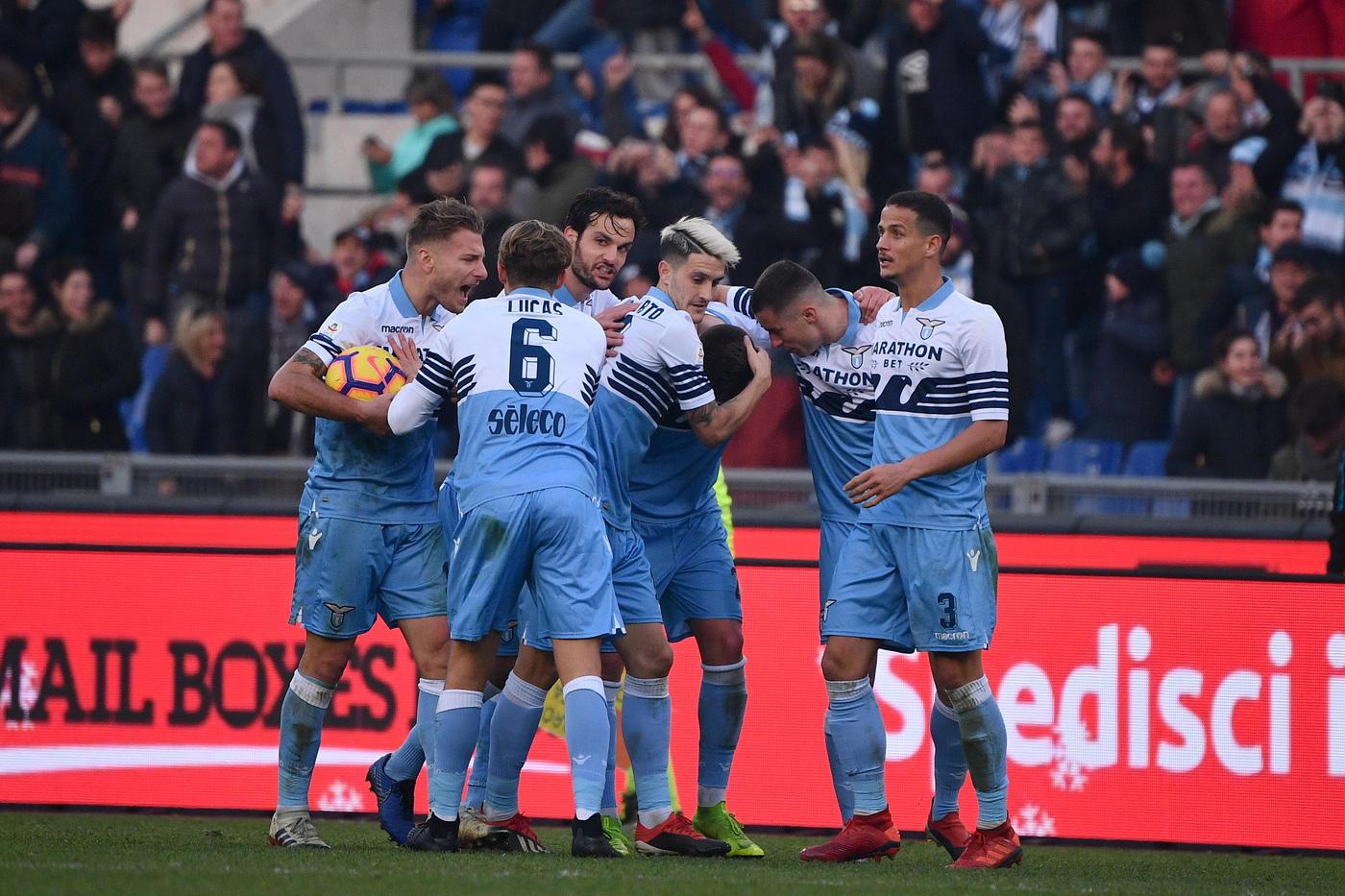 Lazio e Torino chiudono il 2018 con un punto a testa al termine di una gara equilibrata e molto nervosa. All'Olimpico finisce 1-1, con i granata che sbloccano il match al 48' del primo tempo grazie a un calcio di rigore di Belotti assegnato per fallo di Marusic sul Gallo. Milinkovic trova il pareggio al 62' con un gran destro dalla distanza, nel finale vengono espulsi Marusic (86') e Meité (90').