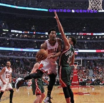 Bucks contro Chicago, Rose in azione. Afp