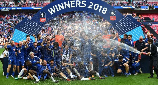 FA Cup, addio champagne: festa con spumante analcolico per rispetto ai musulmani