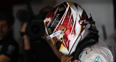 F1, Spagna: Hamilton brucia Bottas al via, Ferrari inseguono