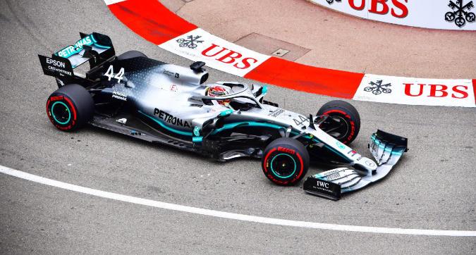 F1 Monaco, Hamilton vola in FP1