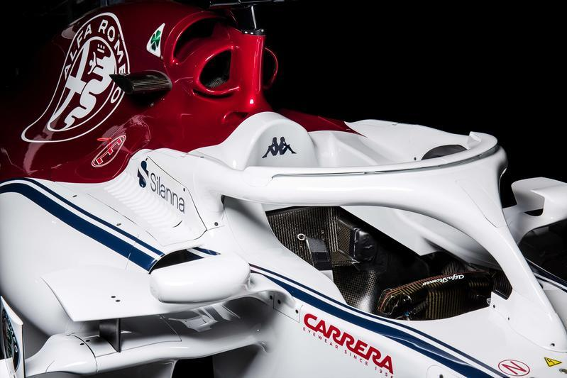 E' stata svelata online la nuova monoposto dell'Alfa Romeo Sauber, che quest'anno segna il ritorno del marchio del Biscione nel Mondiale di F1. E' siglata C37 e verrà guidata da Leclerc ed Ericsson.