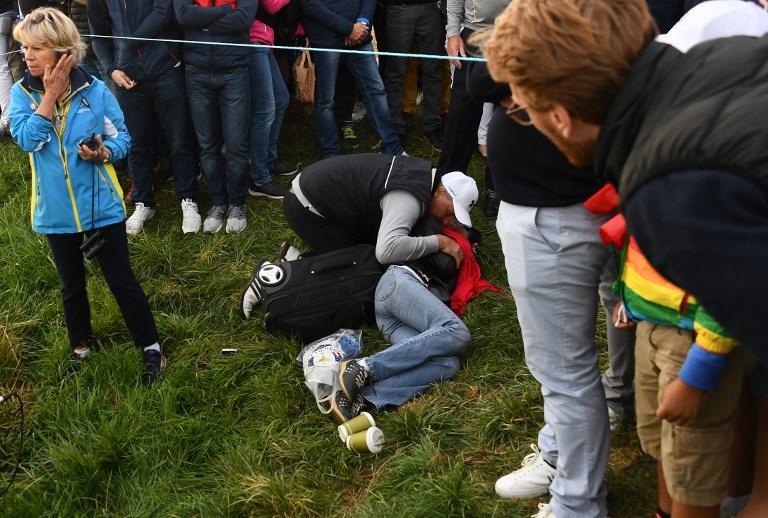 Una donna colpita all'occhio durante la Ryder Cup (28 settembre)