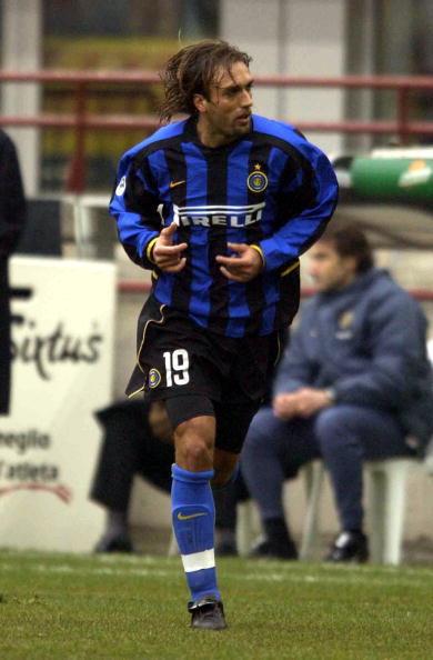 2003: Batistuta lascia la Roma e passa all'Inter ma non è più il Re Leone, l'esperienza nerazzurra si concluderà con 12 presenze e 2 gol