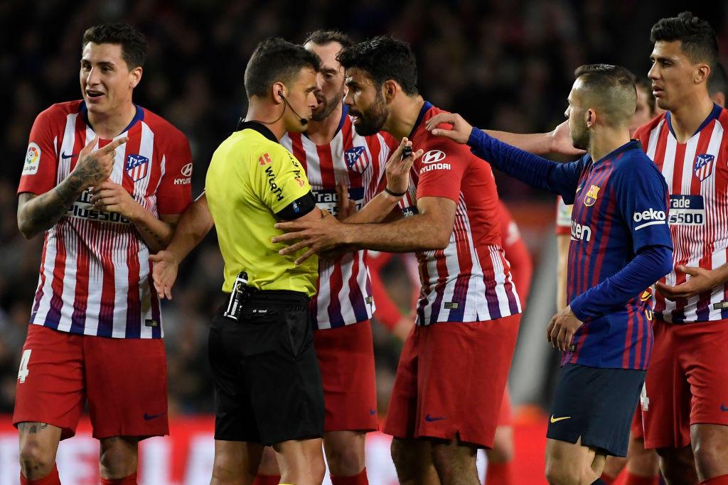 Diego Costa, Atletico Madrid: 8 giornate di squalifica per offese all'arbitro e per averlo strattonato (2019)