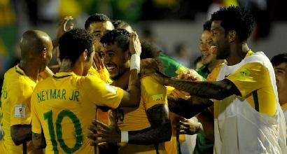Russia 2018, qualificazioni: Paulinho trascina il Brasile, Messi stende il Cile
