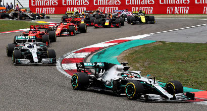 Formula 1, GP Cina: Hamilton in solitaria, altro flop Ferrari