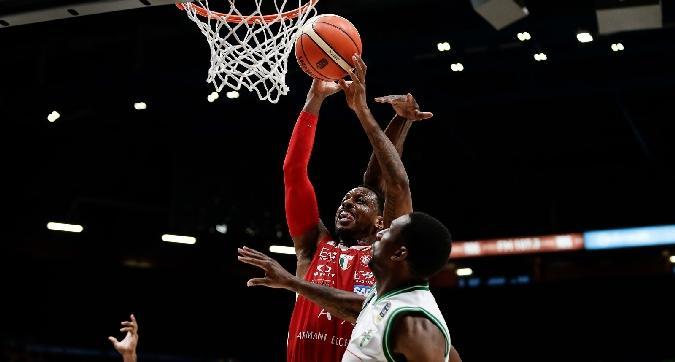 Basket, Milano vola in semifinale
