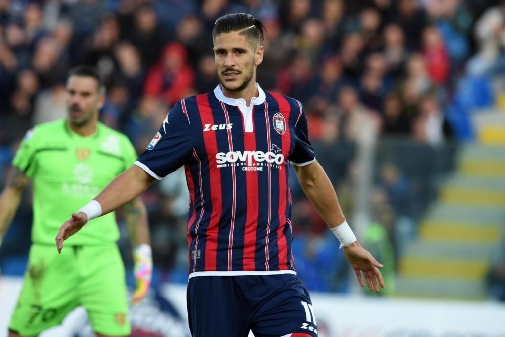 Primo, storico successo in Serie A per i calabresi: 2-0 al Chievo con gol di Trotta su rigore e Falcinelli nei minuti di recupero.
