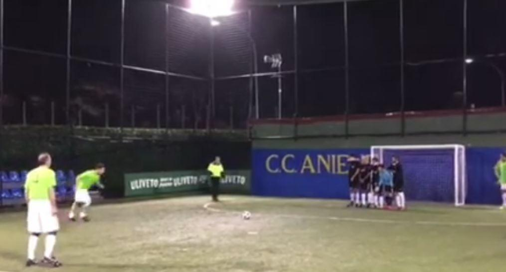 Totti show: cucchiaio su punizione a calcetto