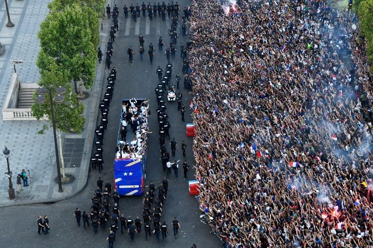 Parigi accoglie i campioni: la festa per la Francia