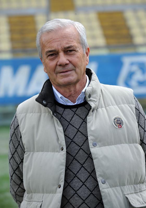 L'ex allenatore è in grave condizioni dopo un malore.