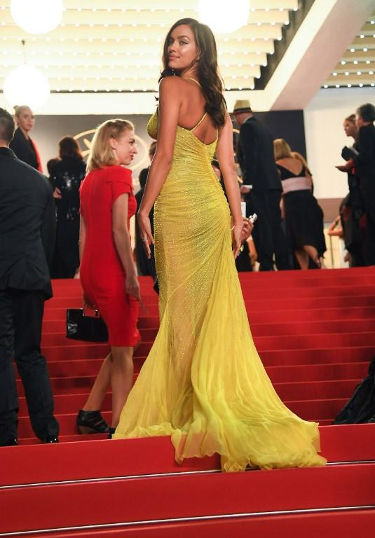 Irina Shayk infiamma Cannes