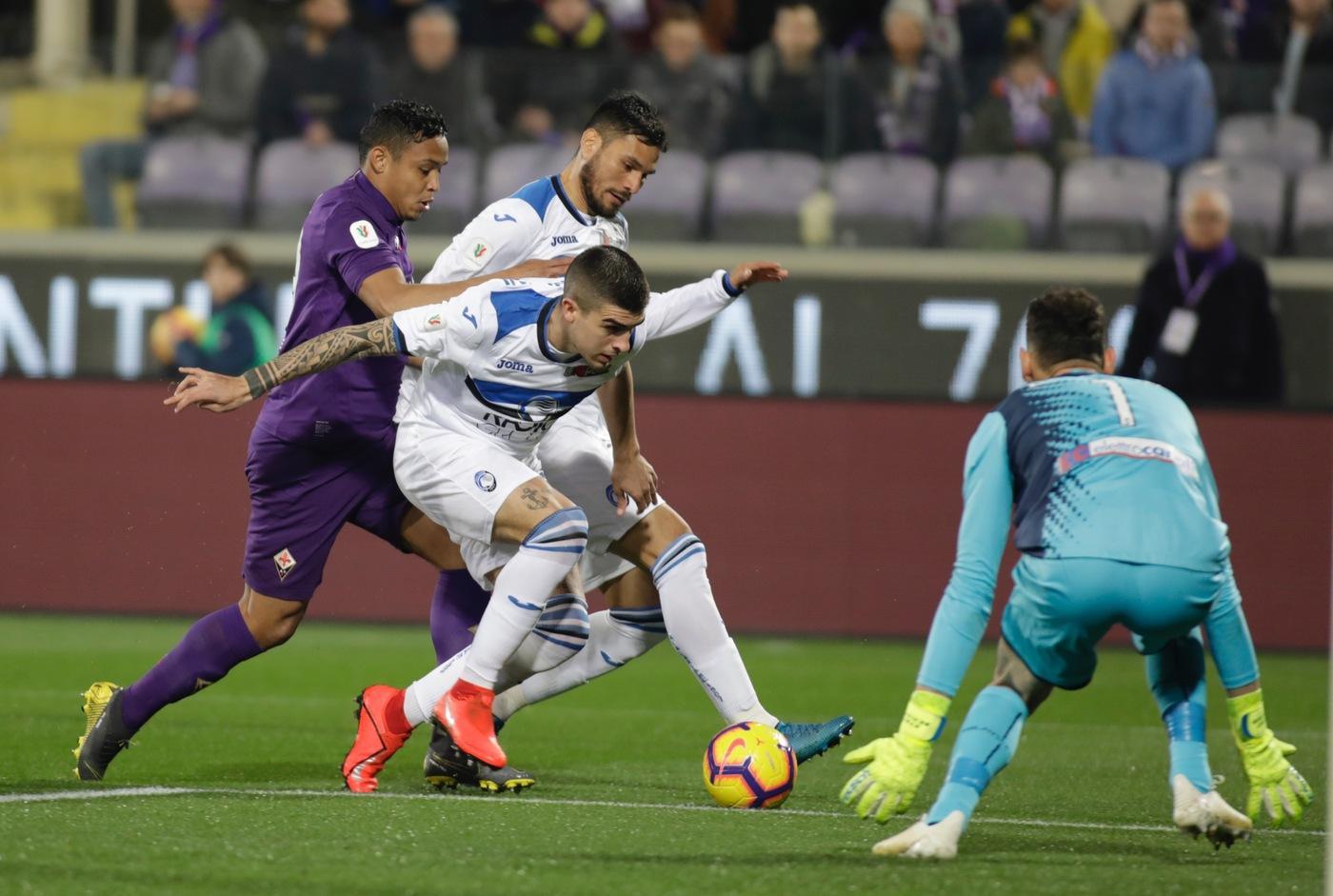 Nella seconda semifinale di Coppa Italia, gol ed emozioni al Franchi dove Fiorentina e Atalanta fanno 3-3 e rimandano ogni discorso alla sfida di ritorno. A mangiarsi le mani sono i bergamaschi, sempre avanti e rimontati. Ilicic illumina per Gomez (16') e Pasalic (18'). Un errore di Palomino manda in porta Chiesa (33') e 3' dopo Benassi ristabilisce la parità. Nella ripresa De Roon riporta avanti la Dea (59'), definitivo pari di Muriel (79').
