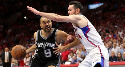 Nba: Houston passa con super Harden, Spurs sul 3-2