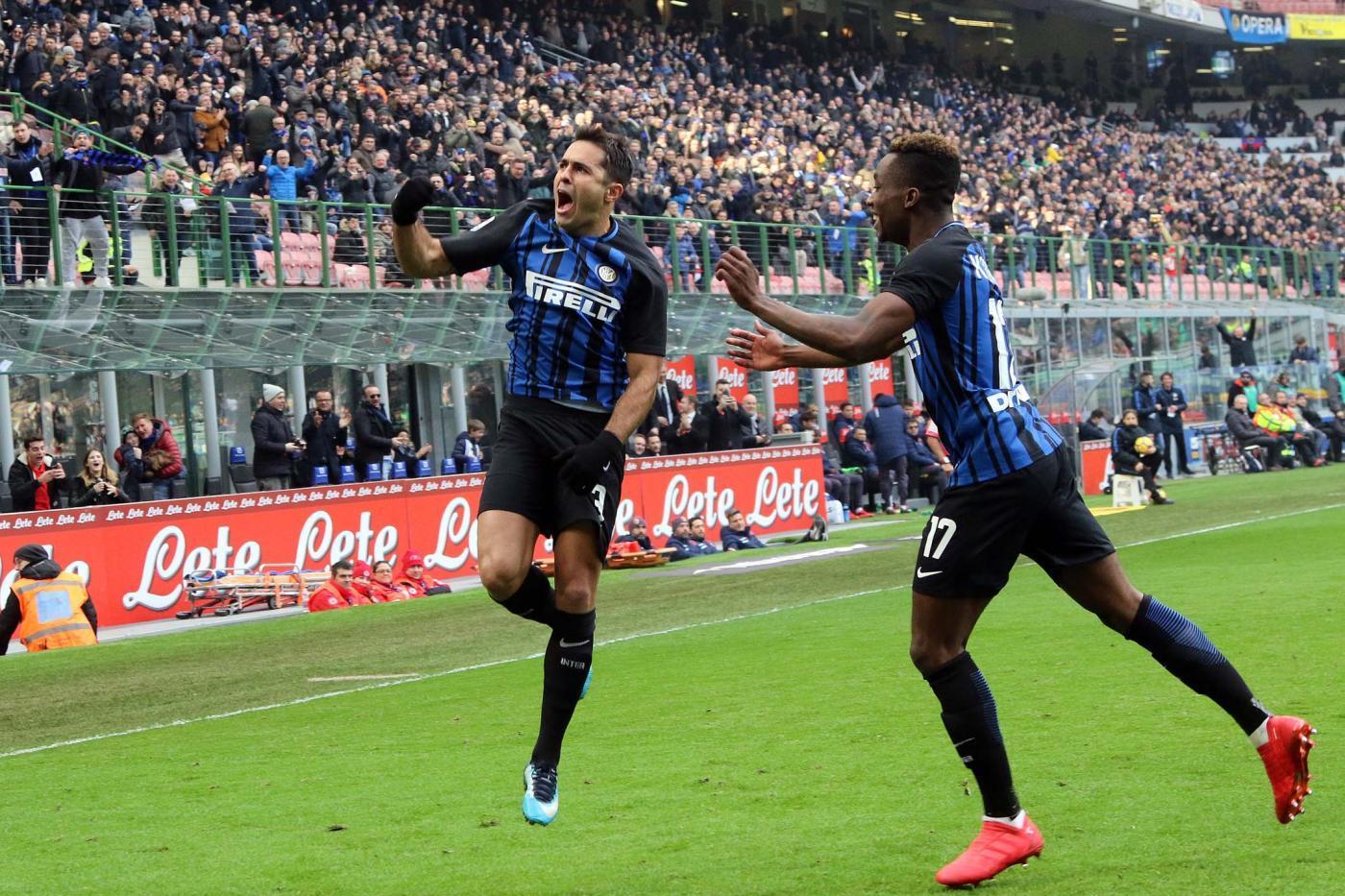 Torna a vincere l'Inter e lo fa a San Siro  con il Bologna (in 10 dal 67' per il rosso a Mbaye, poi in 9 nel finale per un fallaccio di Masina): i nerazzurri passano 2-1 grazie al gol in apertura di Eder e al raddoppio al 18' della ripresa di Karamoh. In mezzo il momentaneo pareggio degli ospiti con l'ex Rodrigo Palacio. L'Inter non vinceva in campionato dallo scorso 5 dicembre. Con questo successo sale al terzo posto, staccando di 2 punti la Lazio.<br /><br />