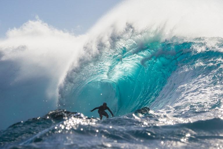 Wakita Takayuki doma le onde nel famoso Banzai Pipeline alle Hawaii (22 gennaio)