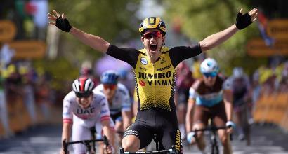 Tour de France: Van Aert vince in volata, il vento sconvolge la tappa